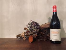 CasèBianco 2019 白ワイン(オレンジ)   🍇 Malvasia (マルヴァジーア), Moscato (モスカート), Ortrugo (オルトルーゴ), Marsanne (マルサンヌ) 🇮🇹   こちらもお手頃イタリア産オレンジワイン。前作は飲んでいないので比べられませんが、飲み始めの微小なプチプチ感と、トロピカルフルーツを思わせる南国感。イル・ヴェイの白のような、夏の時期にぴったりかなオレンジと言ったところでしょうか? #casèbianco   2021/5/26