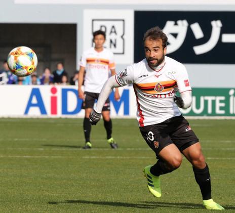 Após mais uma assistência, Gabriel Xavier celebra 100% do líder Nagoya na J League