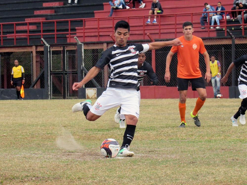 De pênalti, Fabrício marcou seu gol diante do Atibaia (Foto: Divulgação/Corinthians)