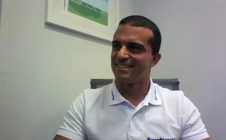 Max Wilson participa de live e interage com seguidores no Facebook