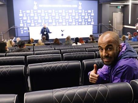 Lucas Moura surpreende fãs em Tour no estádio do Tottenham