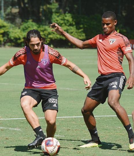 Inscrito na Libertadores, Nathan celebra convocação para jogo no profissional do São Paulo