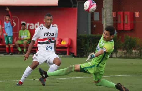 Artilheiro, Fabinho celebra 'dia mágico' com 5 gols e goleada em Cotia