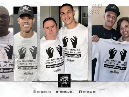 Jogadores de futebol apoiam campanha de combate ao fumo