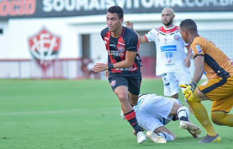 Campeão na base, Caíque treina forte na quarentena e visa chances na equipe principal do Vitória