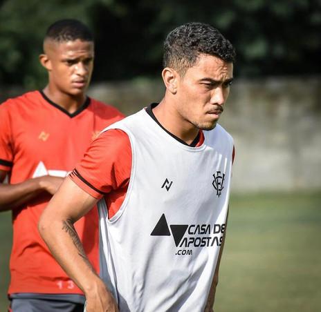 Caíque volta ao time do Vitória e planeja evolução: 'Jogo após jogo'