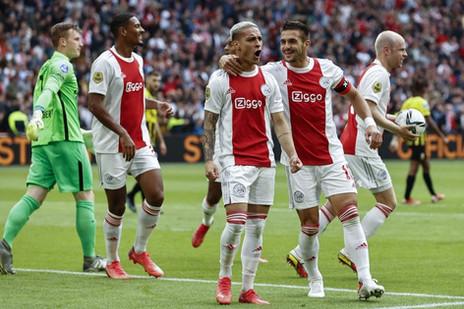 Golaço e MVP: Antony comanda goleada do Ajax no Holandês