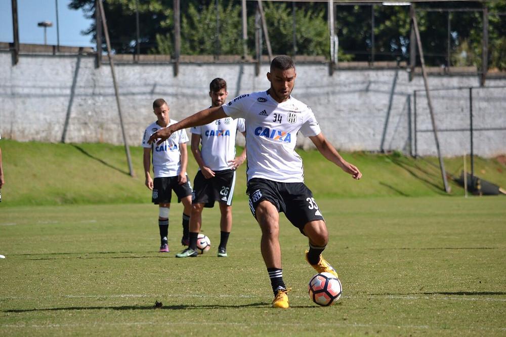John Kléber durante o treino na Ponte Preta (PontePress/RaulSauan)