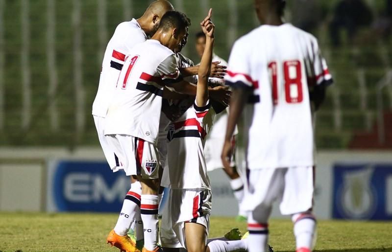 Antony (camisa 11) vibra com o gol do São Paulo. Foto: Site Oficial do São Paulo.
