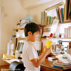 何それ? 「液体時計」 夏休みの宿題か何かで作ったの? 「違う。理科教室で作った」 ねー、地球儀って使う? 「つかわない」 だよね、あんなところにあるし(笑)