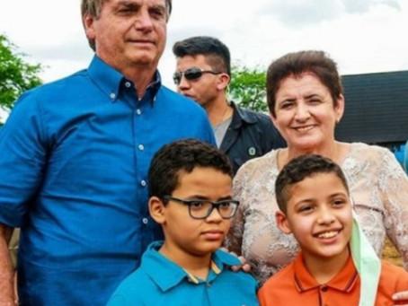 Sem poder participar da inauguração, prefeita Maristela recepciona Bolsonaro no campo de pouso