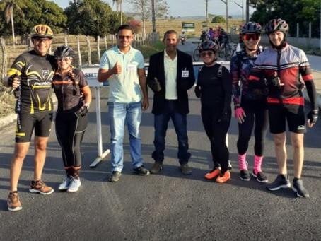 SMTT bloqueia via de acesso Genipapo-Limoeiro e ciclistas comemoram