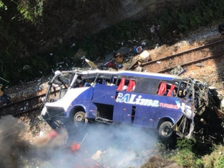 Polícia vai fazer reconstituição do acidente com ônibus em MG