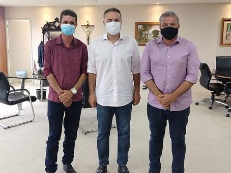 Prefeito de Pariconha assina ordem de serviço para recuperação da rodovia Luiz Falcão Neto