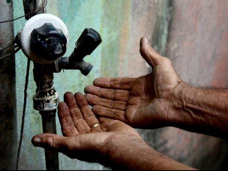 Casal explica sobre falta d'água no Bairro Caraibeirinhas em Delmiro Gouveia