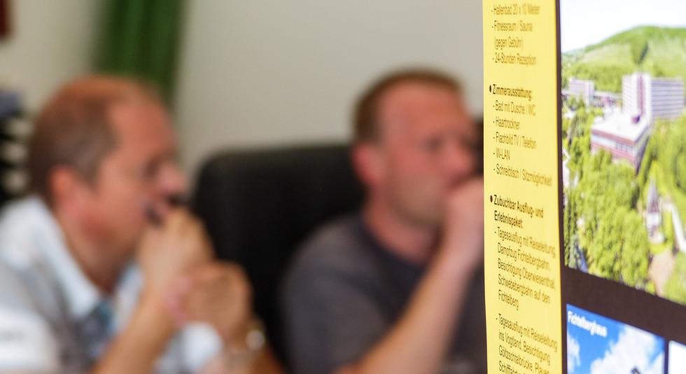 Unsere Mitarbeiter Thomas Muschalla & Ralf Böhmer im Buchungsbüro Emstek