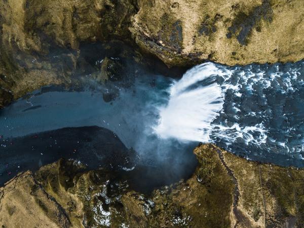 Caída de la cascada Haifoss - La hipnotizante cascada de las tierras altas de Islandia