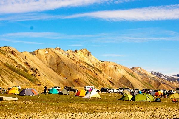 Tiendas de campaña en un camping islandés -  Acampar  en Islandia - Campings abiertos durante el Invierno