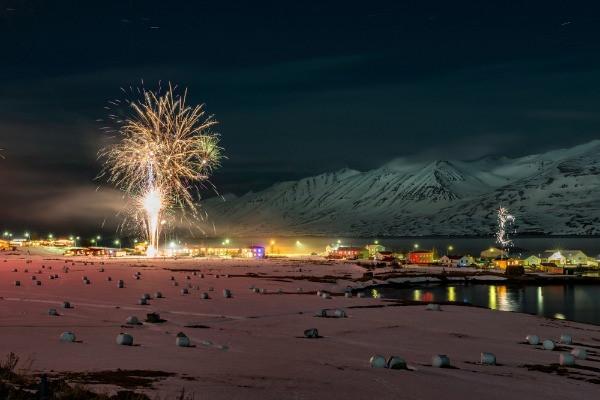 Preparación de los Fuegos artificiales en Jökulsárlón - El lago glaciar de Islandia