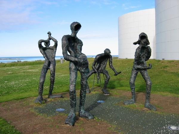 Escultura de músicos en elObservatorio Perlan de Reykjavik - actividad que se puede hacer con mal tiempo