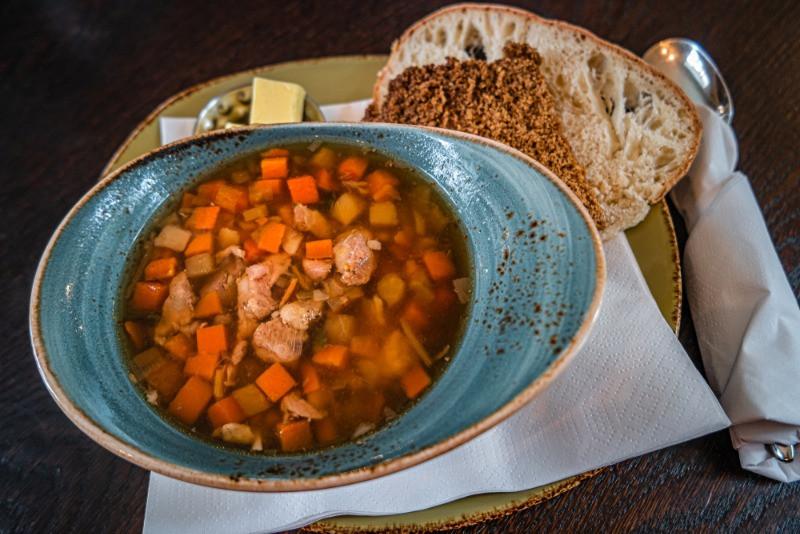plato típico islandés hecho con cordero - Año Nuevo en Islandia 2021