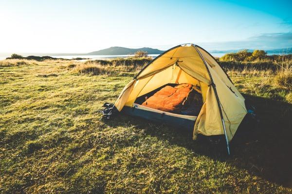 Tienda de campaña para acampar legalmente en Islandia