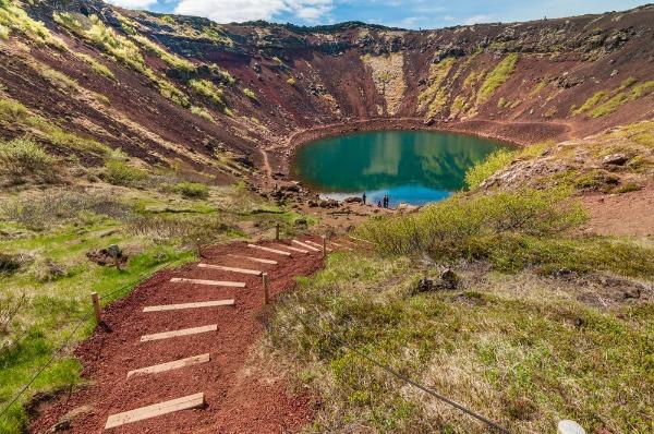 Entrada a Kerid - Cráter y lago volcánico en Islandia