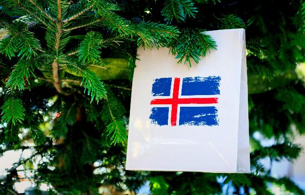 Bolsa de compra con la bandera islandesa dibujada - Guía para irse de compras en Islandia