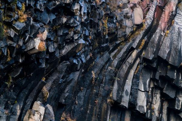 Roca volcánica de Svartifoss - La cascada negra de Islandia