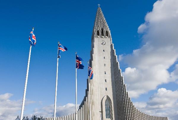 Vista panorámica a la Iglesia Luterana Hallgrimskirkja- Descubre Islandia en tan sólo 5 días