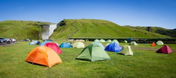 Tiendas de campaña en uno de los camping más visitados de Islandia - Forma legal de pasar la noche