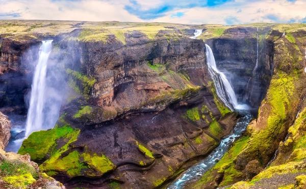 Vista panorámica de las cascadas Granni y Haifoss - La hipnotizante cascada de las tierras altas de Islandia -