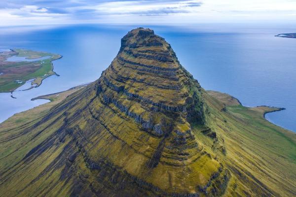 Vista panorámica a la Montaña de Kirkjufell - Lo mejor de la península de Snaefellsnes en Islandia