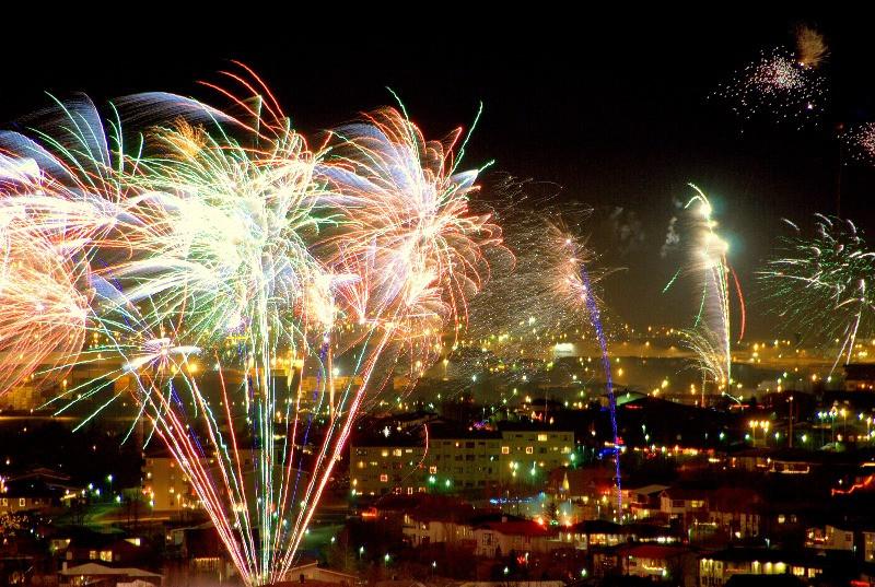 Fuegos artificiales en Islandia -Año Nuevo en Islandia 2021