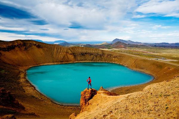 Lago dentro de un cráter en la zona de Myvatn
