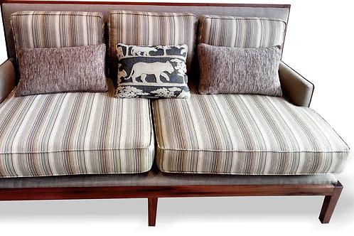 Sofa deco con madera a la vista
