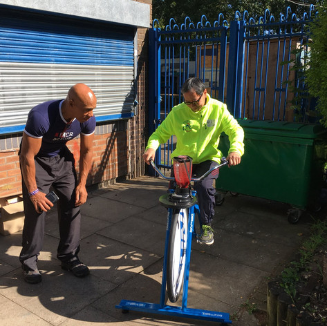 Chris & Welcome Centre volunteer make a smoothie by Cycling @ Welcome Centre (CCF 2019)