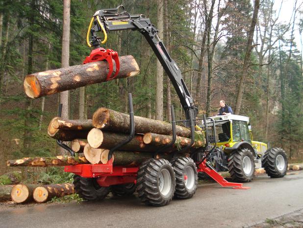 Holztransporte mit Kranwagen.png
