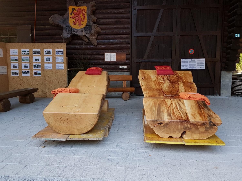 Holzliegen auf Bestellung