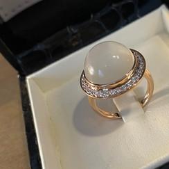 Bague cabochon pierre de lune et diamant