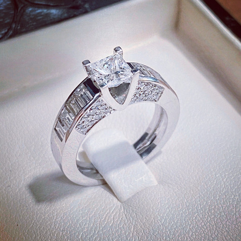 /Solitaire diamant taille princesse avec