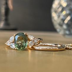 Bague saphir vert et diamants sur or ros