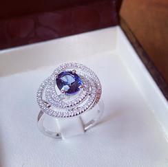 Bague saphir et diamants sur or gris pal