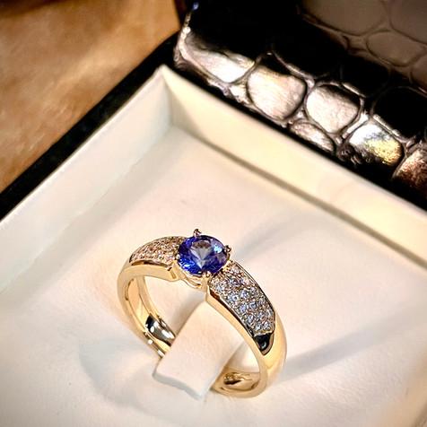 Bague tanzanite et diamants sur or jaune