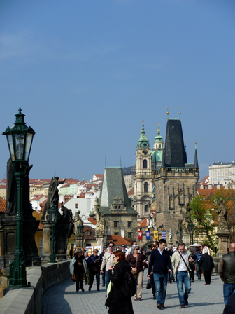 2011-04-04 on Charles bridge.png