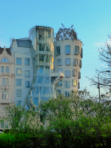 2011-04-03 dancing house.png