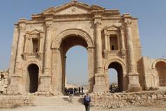 arch of hadrian jerash