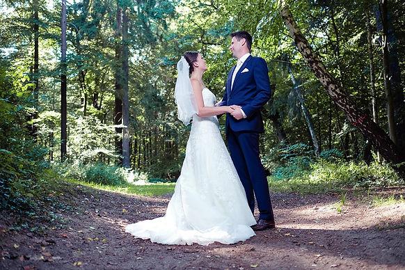 Brautpaarshooting professionell Kuss Brautpaar Hochzeitsfotograf Hochzeitsfoto Hochzeitsreportage