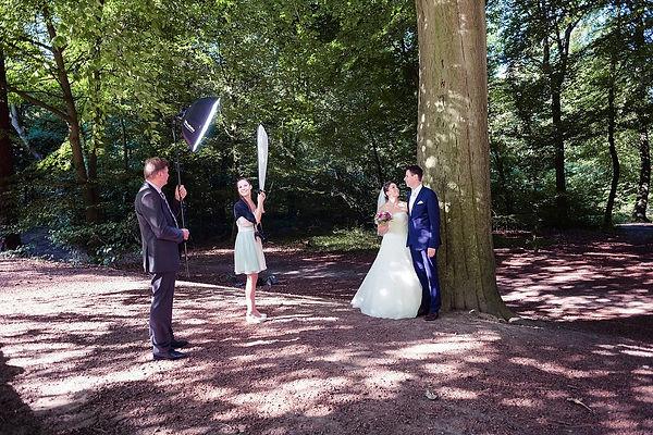 Making-Of BTS Brautpaar im Wald Profoto B2 Blitz Lichtfühler Fotografie