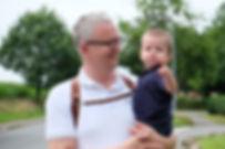 Carsten Plückhahn Fotograf mit Kleinkind auf dem Arm